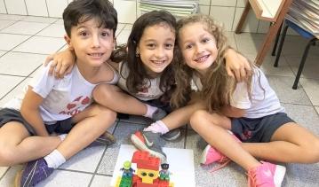 Sculpture using LEGO.